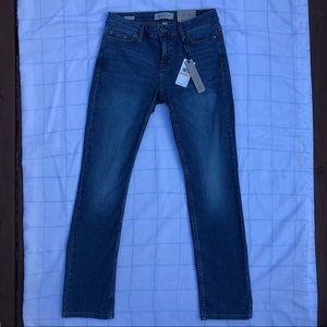 NWT Calvin Klein Jeans straight leg, medium wash